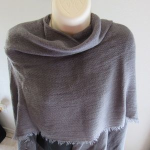 Echo lightweight wrap/open poncho grey acrylic